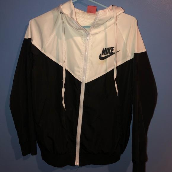 Black and White Nike Windbreaker ‼️